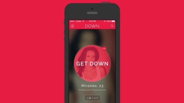Logo de Down y aplicacion en el móvil para conseguir encuentros sexuales.